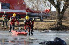 Ežere Marijampolės rajone įlūžo žmogus