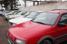 Uostamiestyje suniokoti penki automobiliai