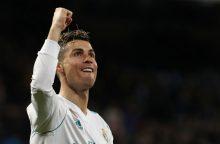 L. Messi pelnė įvartį, C. Ronaldo – keturis