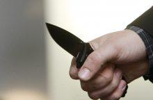 Neblaivūs vyrai peiliais sužalojo tris moteris