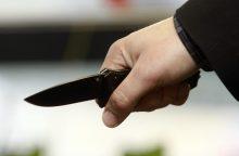 Šiauliuose vyras įtariamas peiliu sužalojęs sugyventinę