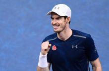 """Geriausias pasaulio tenisininkas A. Murray ispanui įteikė """"riestainį"""""""
