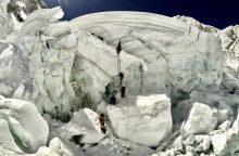 Ant Everesto šlaitų rasti keturi mirę alpinistai