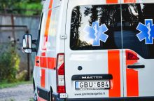 Į ligoninę pateko sau galvą persišovęs senjoras