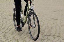 Neblaivus dviratininkas įkliuvo magistraliniame kelyje