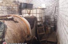 Naminė degtinė buvo gaminama pusrūsyje