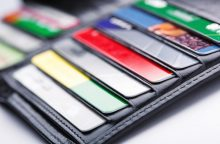 Mokėjimai kortelėmis vis dar per brangūs