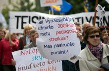 Mokytojai tęsia streiką dėl etatinio apmokėjimo