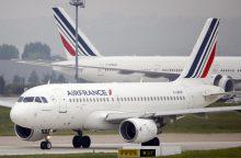 """""""Air France"""" prieš Venesuelos balsavimą sustabdė skrydžius į šią šalį"""