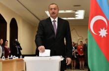 Azerbaidžano rinkėjai ilgamečiam prezidentui suteikė dar daugiau galių