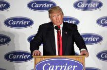 D. Trumpas pagrasino JAV įmonėms dėl darbo vietų perkėlimo į užsienį