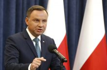 Lenkijos prezidentas vetavo prieštaringai vertinamas teismų reformas