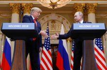 JAV įstatymų leidėjai smerkia D. Trumpą dėl nuolaidžiavimo V. Putinui