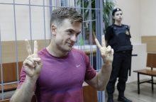 """""""Pussy Riot"""" savo nario apnuodijimą sieja su jo tyrimu"""