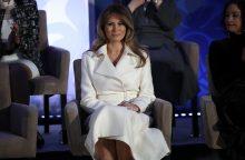 M. Trump moterų apdovanojimuose ragino priimti įvairovę