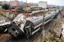 Maroke traukiniui nulėkus nuo bėgių žuvo mažiausiai šeši žmonės