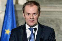 Lenkų diplomatė, pasidalijusi netinkama D. Tusko nuotrauka, neteko pareigų