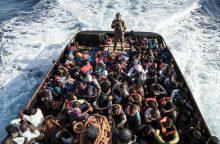 Italija grasina uždaryti uostus migrantus gelbėjančių organizacijų laivams