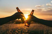 Siūlo nebedrausti alkoholinių gėrimų neštis permatomoje pakuotėje