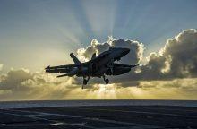 Prie Japonijos krantų sudužo 11 žmonių skraidinęs JAV orlaivis