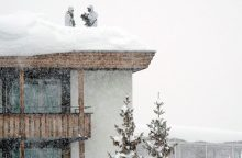 Prancūzijos Alpėse dėl didžiulio snygio iš kalnų namelių evakuoti turistai