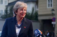 """Th. May: ES privalo pademonstruoti pasirengimą siekti kompromiso dėl """"Brexit"""""""