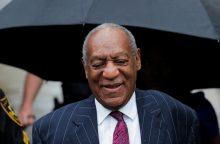 """Komikas B. Cosby teisėjo pripažintas """"seksualiniu grobuonimi"""""""