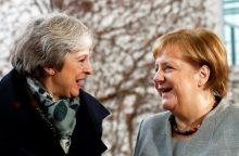 """A. Merkel: galimybių pakeisti """"Brexit"""" susitarimą nėra"""
