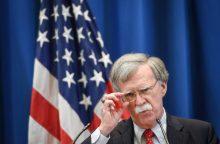 Baltieji rūmai tvirtina nesiekiantys nuversti Irano režimo