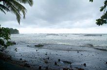 Pakilęs vandenyno vanduo skalauja Šiaurės Karolinos valstijos salas