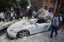 Mažiausiai 49 žmonės žuvo per smarkų žemės drebėjimą Meksikoje