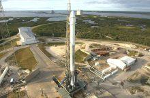 """""""SpaceX"""" paleido jau kartą naudotą raketą ir erdvėlaivį"""
