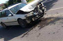 Veiverių gatvėje susidūrė du automobiliai