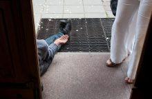 Išmaldos prašantiems rumunams gyvenimas Švedijoje sunkėja