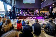 """""""Kaunas Jazz"""" startavo koncertu autobusų stotyje"""