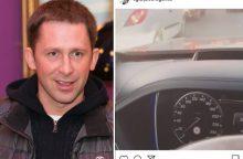 Teisės vairuoti neturintis E. Dragūnas piktinosi spūstimis sėdėdamas prie vairo?