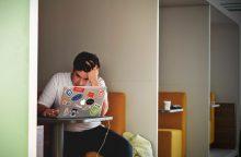 Per daug kvalifikuotas darbuotojas – darbdaviui nauda ar našta?