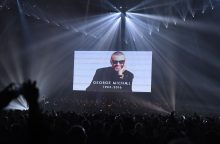"""BRIT Awards"" nusilenkė mirusiems dainininkams D. Bowie ir G. Michaelui"