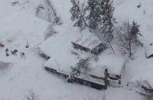 Italijoje lavina užgriuvo kalnų viešbutį, galimai žuvo dešimtys žmonių