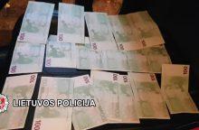 Sulaikytas 3,8 tūkst. padirbtų eurų turėjęs vyras