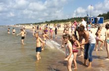 Palangoje šimtai šalies vaikų pirmą kartą pasveikino jūrą