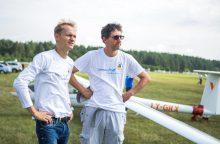 Elektromobilių lenktynėse – ir sparnuotas dalyvis