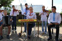 Ukrainiečių vaikai Pypliuose kepė lietuvišką duoną